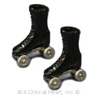 (**) Black or White Adult Roller Skates - Product Image